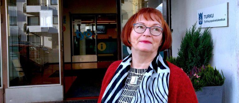Turku tarjoaa drive-in-periaatteella tukea ja neuvoja työllistymiseen Käsityöläiskadulla. Avaa ovi, astu tiskille ja kerro mietteesi.